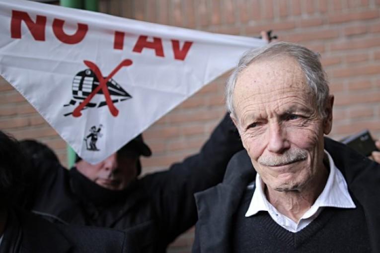 Erri De Luca, assolto per il reato di istigazione al sabotaggio.